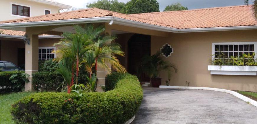 Casa en Urbanización San Antonio en David, Chiriquí