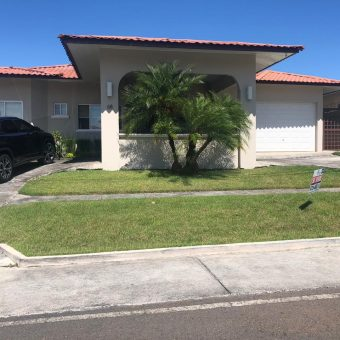 BEAUTIFUL HOUSE FOR SALE LOCATED BEHIND FRANKLIN INTERAMERICAN JURY