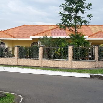 BEAUTIFUL HOUSE FOR SALE IN A CORNER BEHIND FRANKLIN JURADO, DAVID, CHIRIQUI